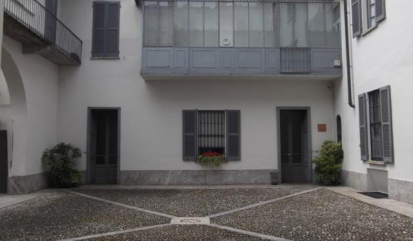 € 700/ms Ampio tre locali Lodi centro Storico A382-09LO